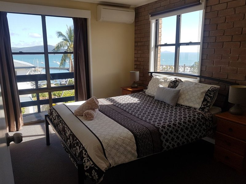 Central Airlie☆Modern☆Sea Views☆Pool☆Free Wifi, vacation rental in Airlie Beach