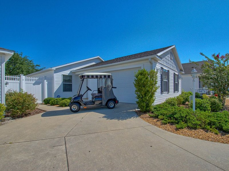 Vacation Home, Golf Cart, presented by RE/MAX Premier Property Management, location de vacances à Leesburg