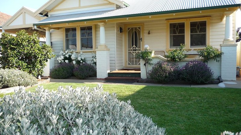 Central Shepparton Apartment, holiday rental in Mooroopna