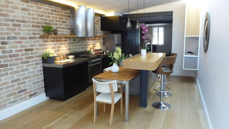 Designer's house in Paddington, walk to city, holiday rental in Sydney