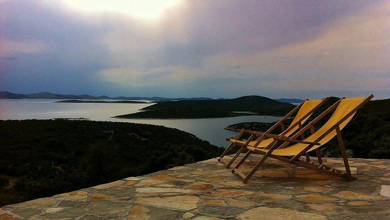 Villa Robinson is stone house with breathtaking view on National park Kornati, holiday rental in Kornat Island