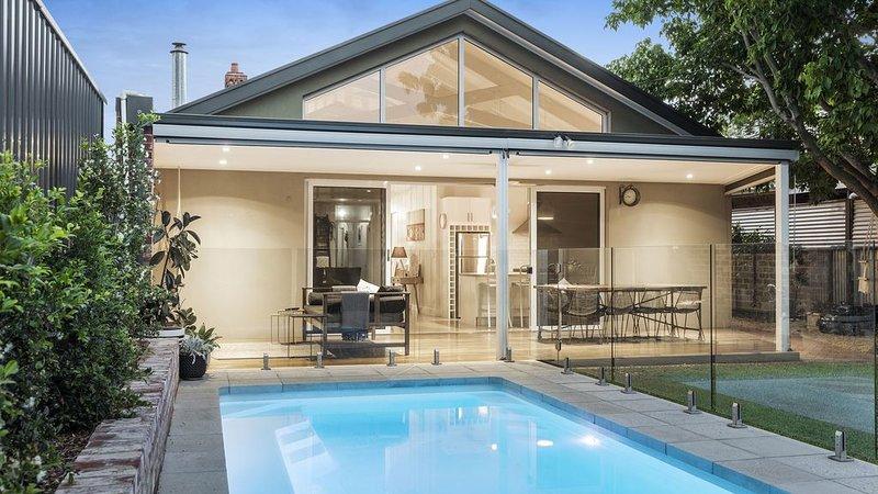Luxury Inner City Oasis - Pool, City & Beach, casa vacanza a Mitcham