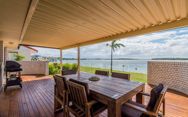 Peninsula Court Unit 4 - Sunsets over the Clarence River, holiday rental in Maclean