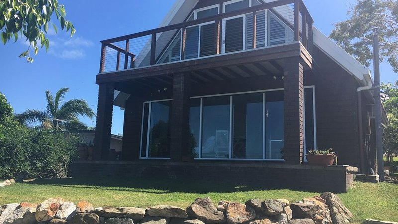 Emu Park A Frame With Great Views, holiday rental in Kinka Beach