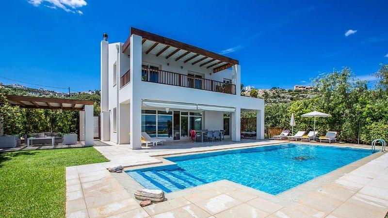 Almirida Villa in Crete, location de vacances à Plaka