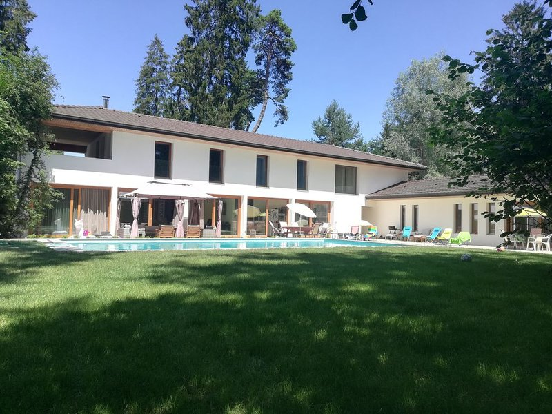 Wonderful Property near the Geneva Lake, vakantiewoning in Nyon