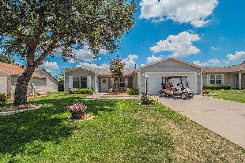 Now Available 2022!!  Includes golf cart! Near Lake Sumter Landing, location de vacances à Wildwood
