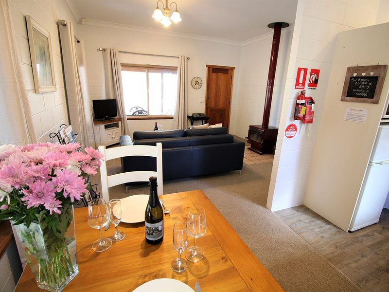 Blue Wren Villa Lovedale central to all wineries, restaurants & attractions, holiday rental in Lovedale
