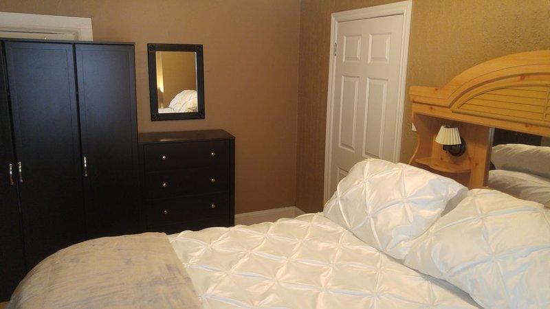 Main Bedroom. Queen Bed .