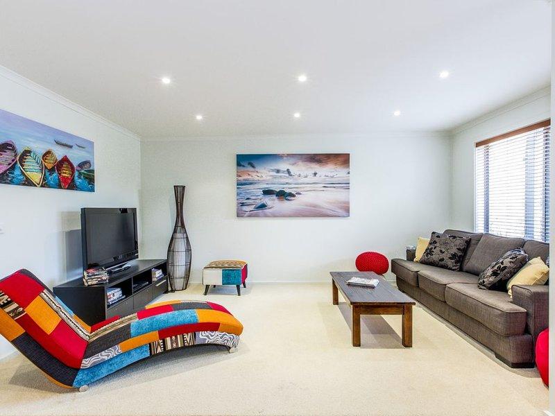 SURFSIDE GETAWAY IN PICTURESQUE INVERLOCH, holiday rental in Wonthaggi