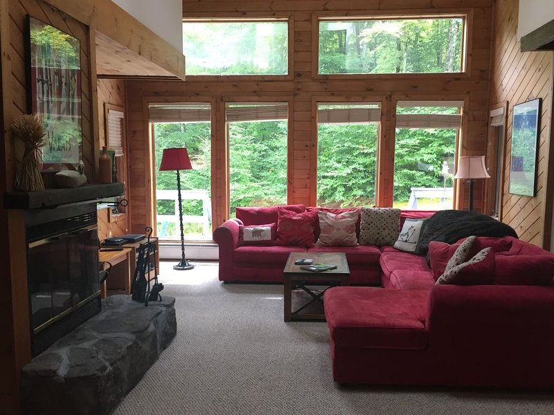 Peaceful townhouse near Mount Snow; free shuttle, alquiler de vacaciones en Dover