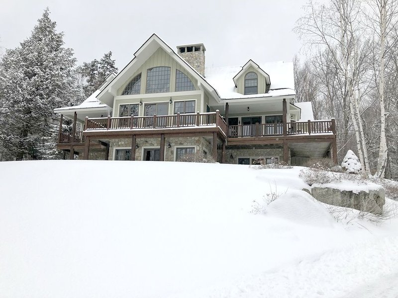BEAUTIFUL! home in High Meadow, Spectacular views of Stratton, on Shuttle, location de vacances à Bondville