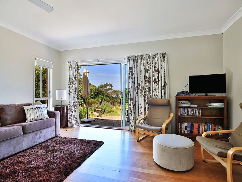 Coalface Bed & Breakfast- Tranquil, Views, Gardens, holiday rental in Thirroul