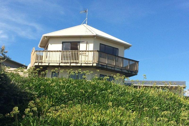 Beautiful views over Kapiti Island to South Island, holiday rental in Peka Peka