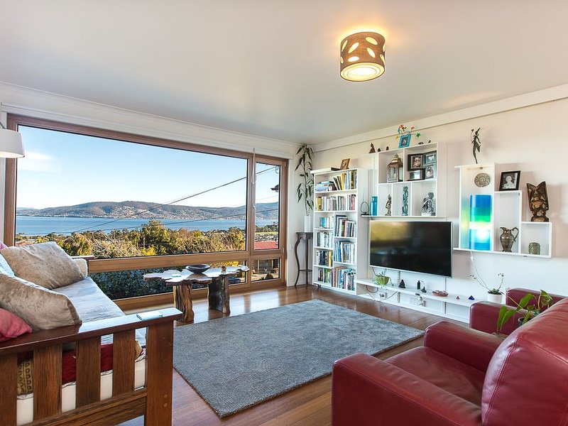 Spectacular views, beautiful, comfortable, eco home, vacation rental in Clarence