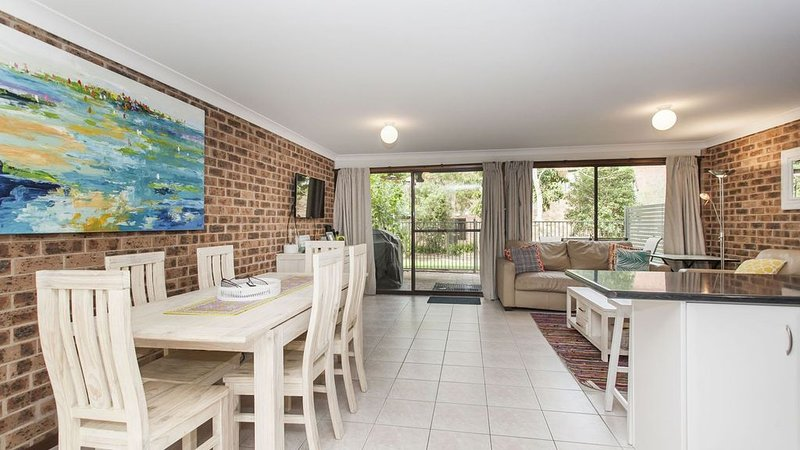 Parkland Townhouse - stroll to beach, vacation rental in Nelson Bay