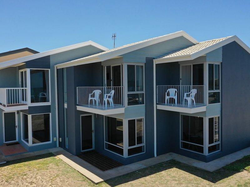 South Seas 3 Port Elliot Beachfront with views of Knights Beach, holiday rental in Hayborough