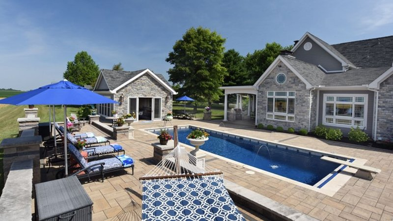 2A2J Barn/pool Getaway, casa vacanza a Xenia