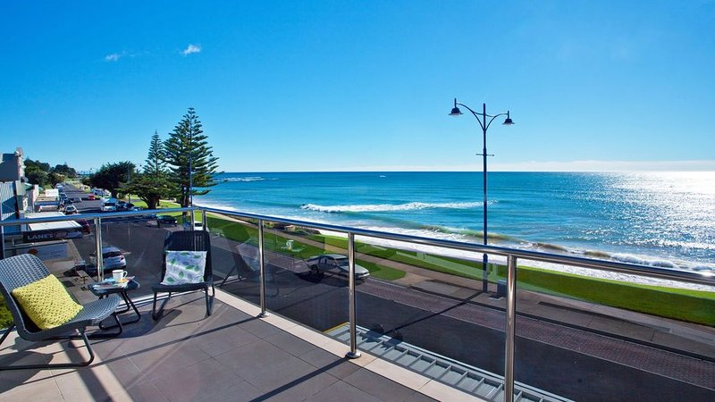 Penguin Waterfront Escape, holiday rental in West Ulverstone