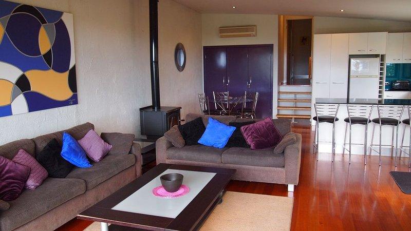 Bel-Air Luxury Townhouse, holiday rental in Lorne