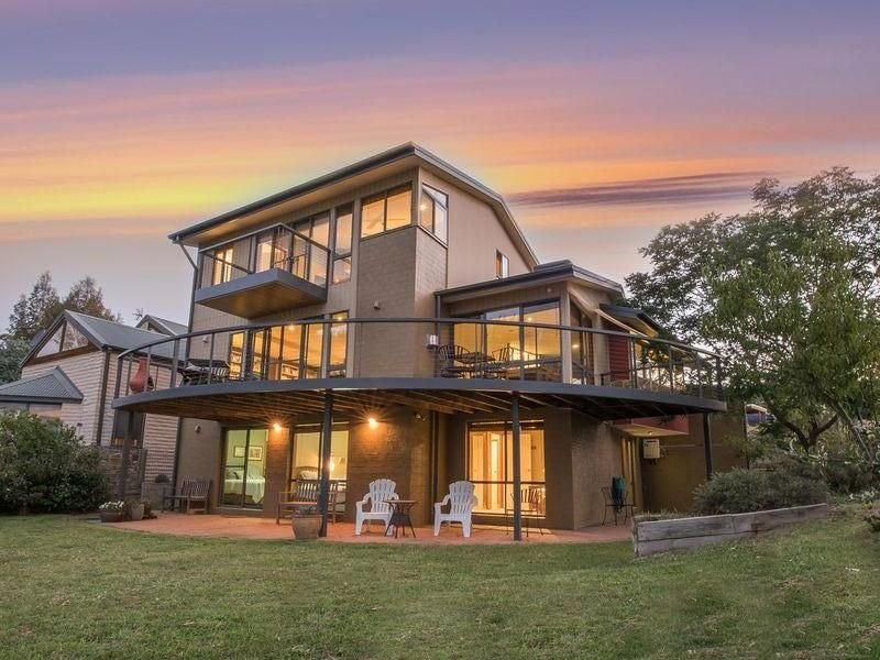 The Jindabyne Lakehouse - book 7 days ... pay for 6, holiday rental in Jindabyne