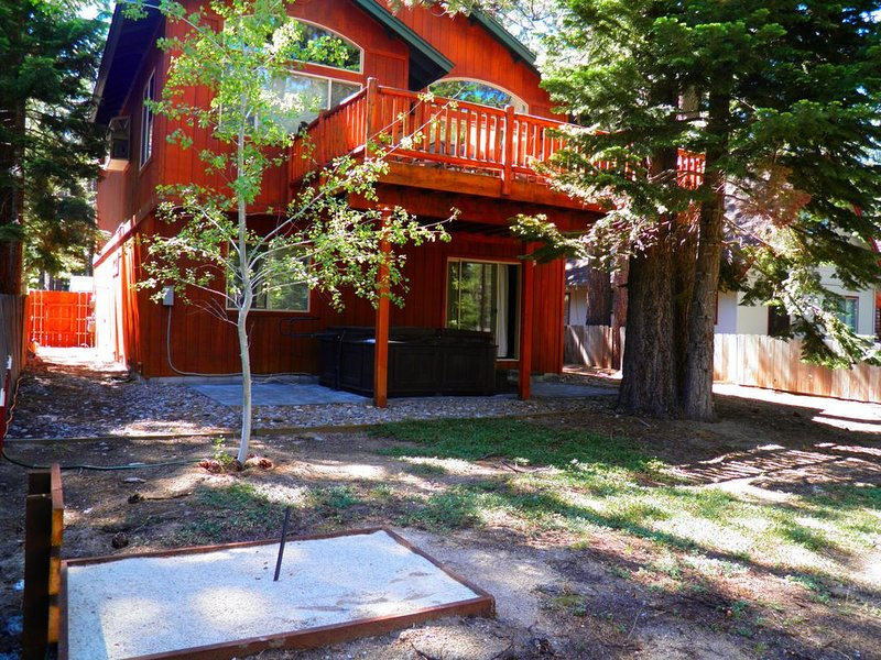 Mountain Style Home with Private Hot Tub and Horseshoe Pit, Lot's of upgrades wi, vacation rental in South Lake Tahoe