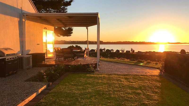 The Admiral Riverside  - Waterfront Accommodation in Goolwa Township, holiday rental in Goolwa