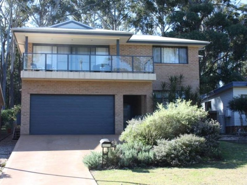 'The Beach House spacious and of modern design, holiday rental in Lake Conjola