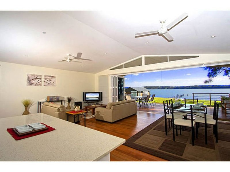 Sunset Central Coast - Absolute Waterfront, location de vacances à Brightwaters