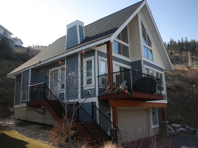 La Casa Cottages on beautiful Lake Okanagan Classic 2 Bedroom Cottages With Loft, vakantiewoning in South Fintry