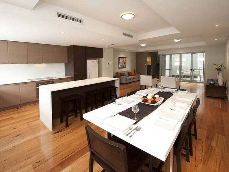 Subi Short Stays Churchill Ave Townhouse, holiday rental in Subiaco