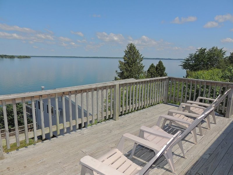 Charming water view 3 bedroom/1 bath cottage  #10, holiday rental in Sackets Harbor