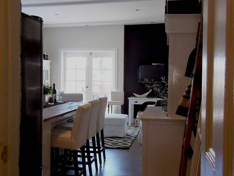 YSG The Edward Townhouses 155/157 - Steps To Town, holiday rental in Nashdale