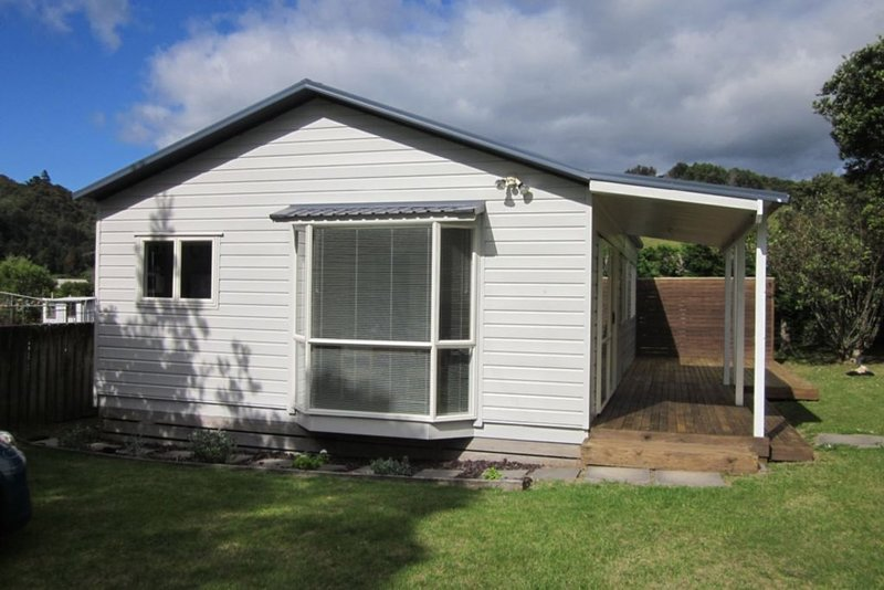 3 bedroom modern bach 3 minutes from beach, holiday rental in Waihi