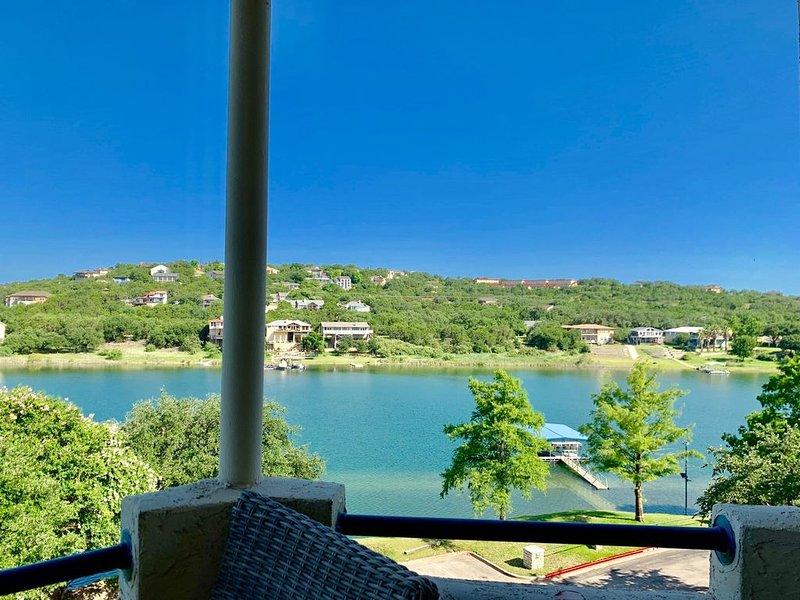 VILLA 1313 - Top Floor at Island Resort with Beautiful Lakeview & Private Grill, casa vacanza a Lago Vista