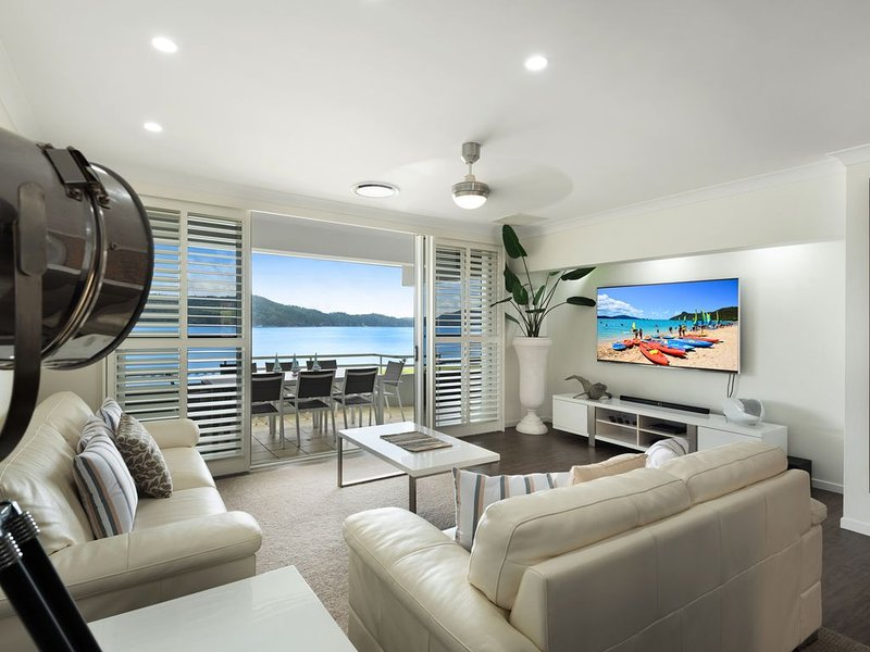 Stunning Beach Front Apartment, holiday rental in Shute Harbour