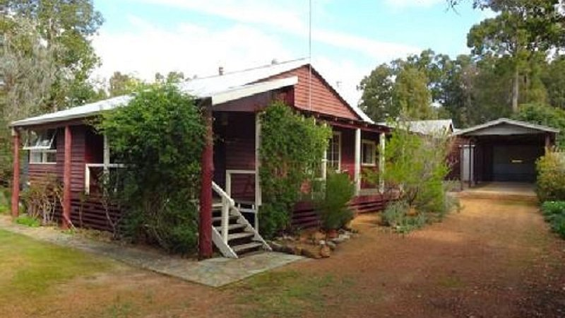 Dwellingup Hideaway - state forest ; dog friendly; late checkout available!!, holiday rental in Dwellingup