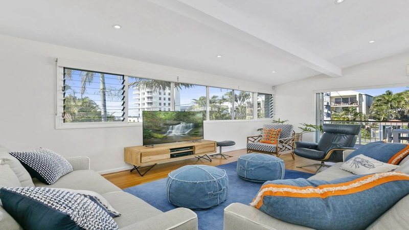 Welcome to Paradise at this Mermaid Beach House, holiday rental in Mermaid Beach
