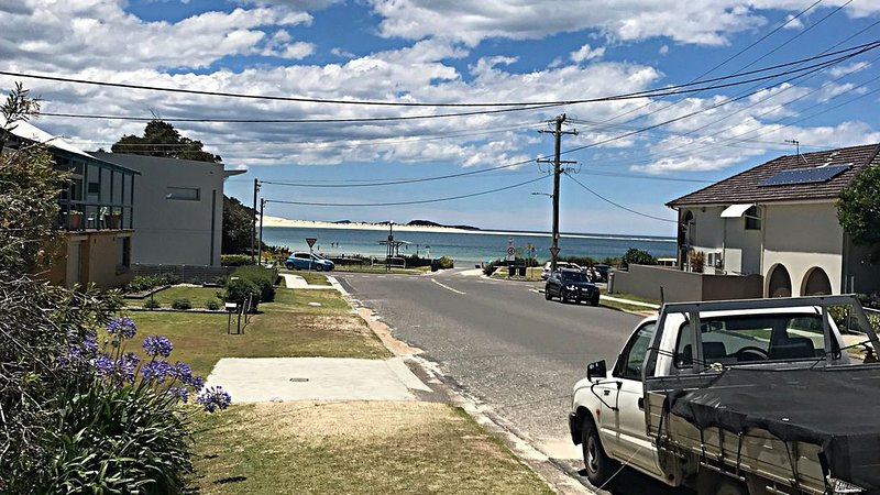 Santai Beach Villa, Fingal Bay, holiday rental in Port Stephens