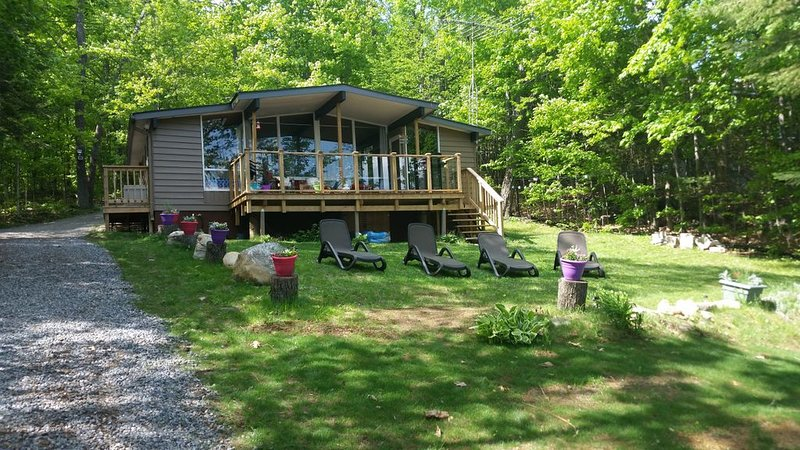 Private All inclusive Muskoka 3 bedroom Lake Front cottage family friendly sandy, alquiler de vacaciones en Dwight