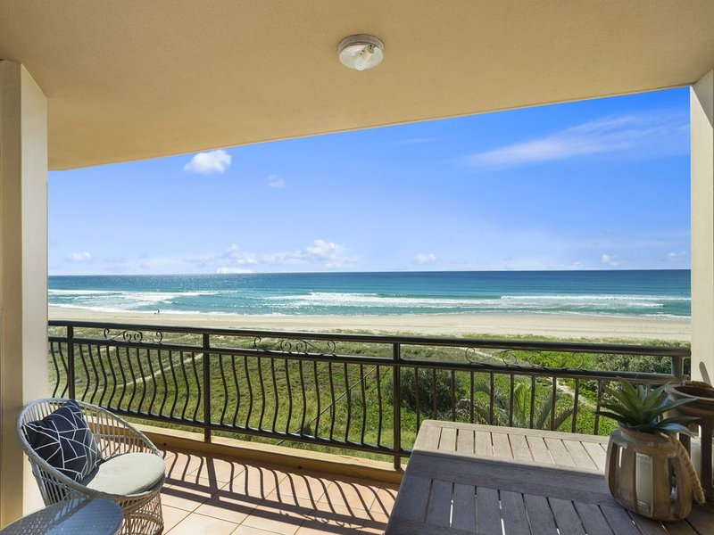 Casa 5  Absolute Beachfront Bilinga, holiday rental in Bilinga