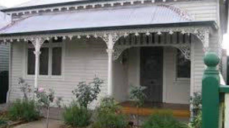 Cosy cottage on mair, location de vacances à Clunes