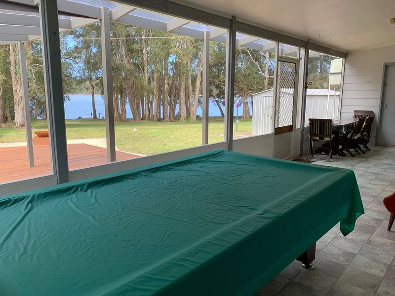 Boating/Fishing/Crabbing from your back door, holiday rental in Camden Haven