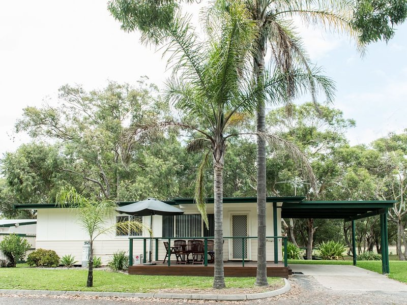 The Retreat Port Stephens - Bungalows, vacation rental in Anna Bay