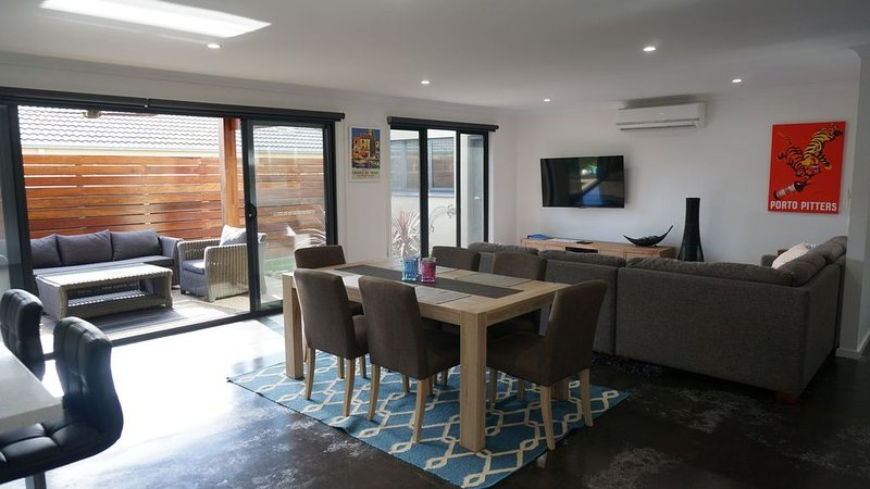 Ben's Place - modern & convenient, vacation rental in Mansfield