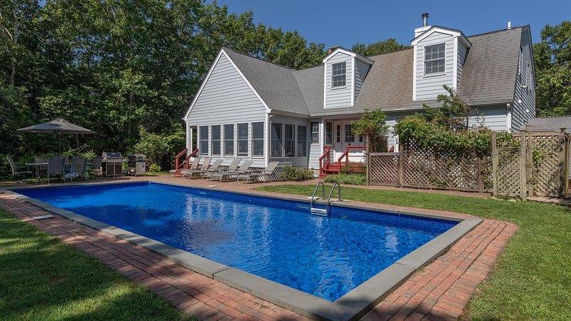 New Listing: Grand & Airy 4,000' Home, Hamptons Luxury w/ Picket Fencing &..., location de vacances à Noyack
