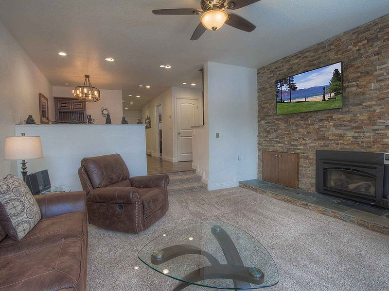 Lux Condo w/BBQ, Fireplace, Grand Kitchen, Community Hot Tub/Sauna (MCC0400), vacation rental in Incline Village