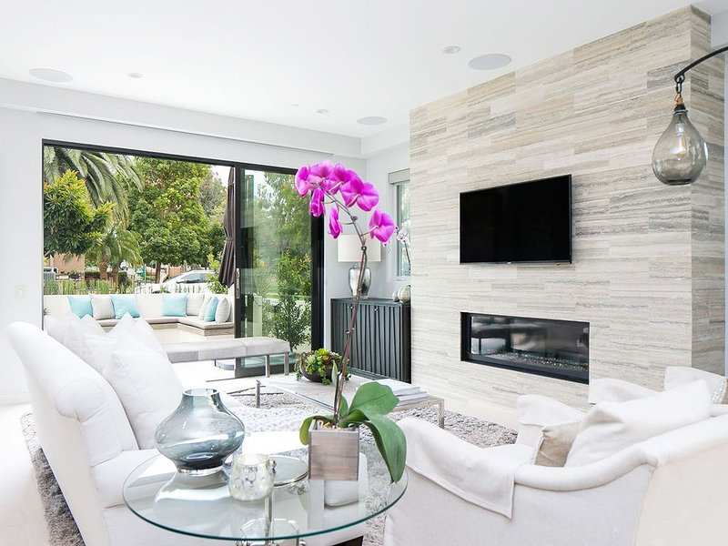 Whispering Iris - Luxury Home Blocks from the Beach!, casa vacanza a Corona del Mar