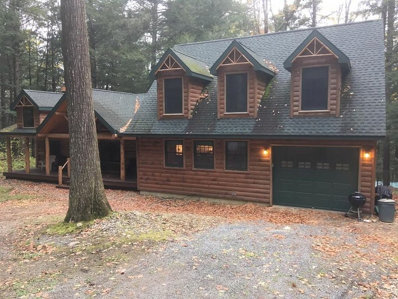 Beautiful Large Log Cabin in the Southern Adirondacks, holiday rental in Hadley