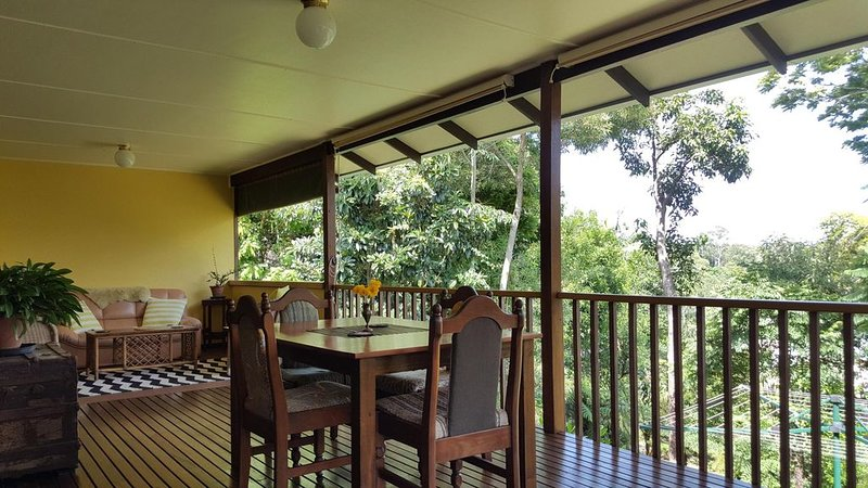 Casuarina Cottage - close to town - mountain views., vacation rental in Brooklana